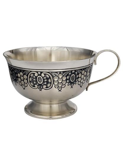 Серебряная чашка - фото 22684