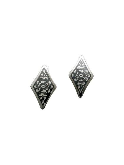 Серебряные серьги с цветочным рисунком - фото 23255