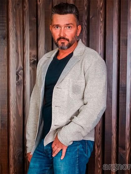Вязаный мужской жакет с карманами - фото 24775