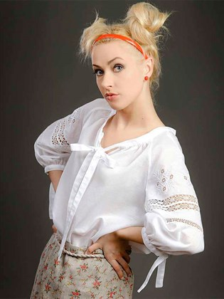 Блуза с кружевом и вышивкой