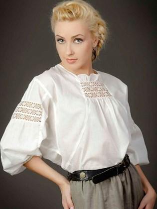 Блуза с наборным кружевом