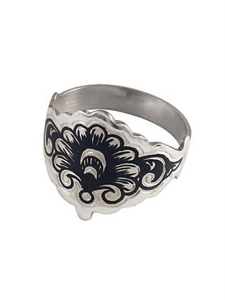 Кольцо из серебра с узором