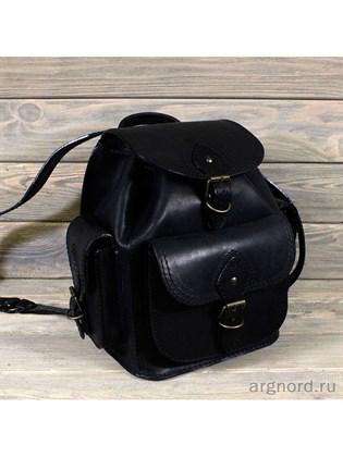 Маленький рюкзак из жесткой кожи