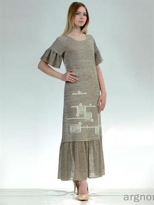 Длинное платье с кружевным декором