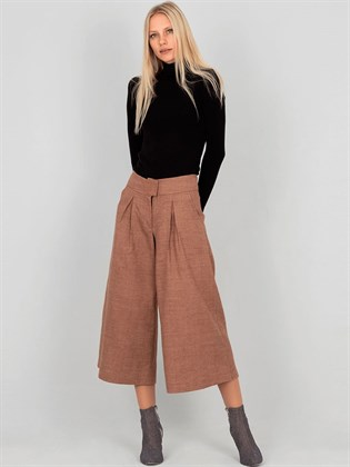 Короткие женские брюки - кюлоты