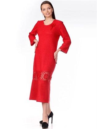 Вязаное платье с ажурной вставкой