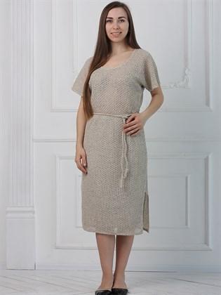 Приталенное платье из льна с разрезами
